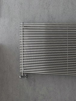 chrome-horizontal-radiator-agatha-02